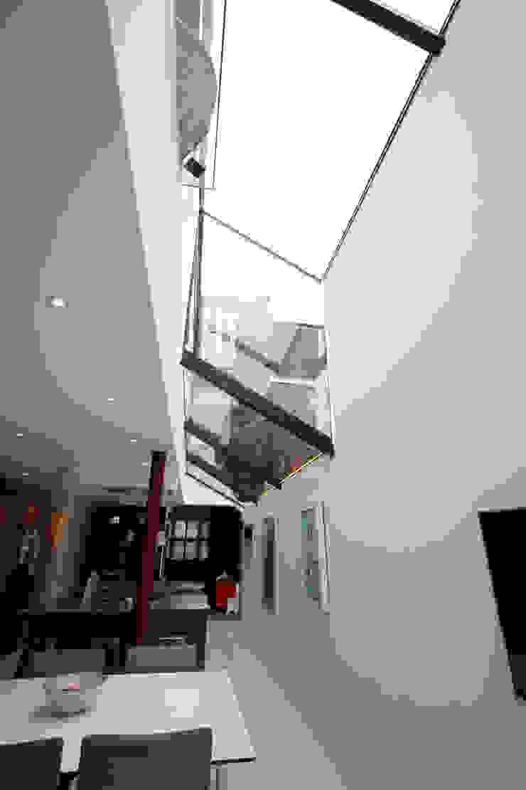 Chaldon Road Modern living room by IQ Glass UK Modern