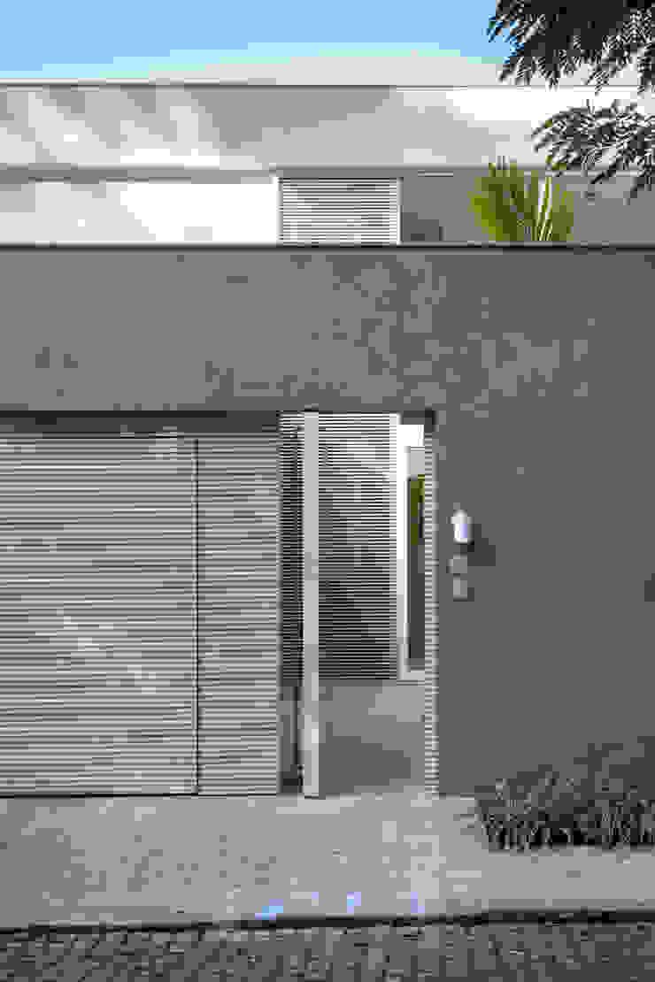 Mirante House Portas e janelas modernas por Gisele Taranto Arquitetura Moderno