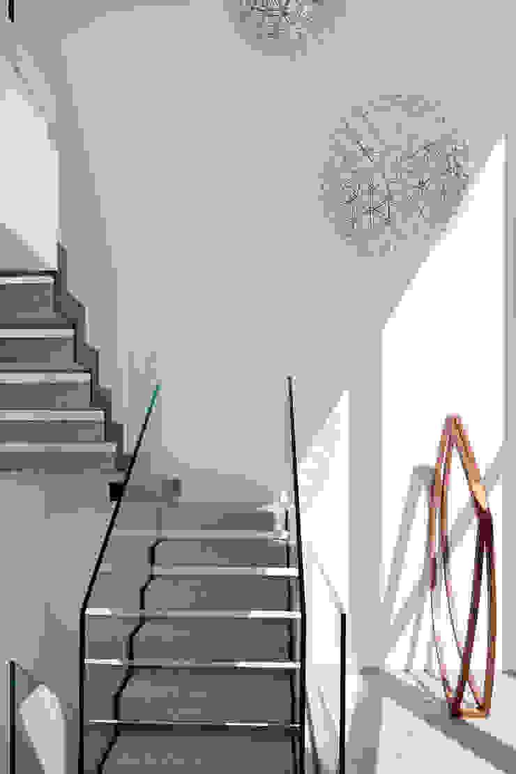 Mirante House Corredores, halls e escadas modernos por Gisele Taranto Arquitetura Moderno