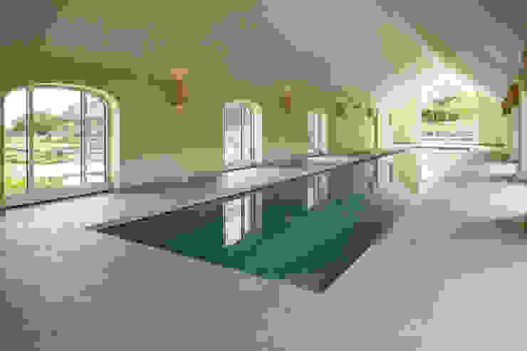 Double Award Winner - Engineering First Creates Super Energy Efficient Pool Piscine minimaliste par London Swimming Pool Company Minimaliste