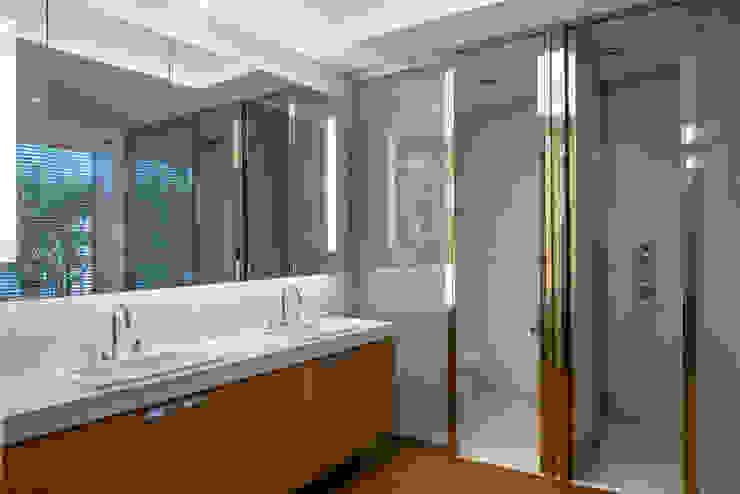Mirante House Banheiros modernos por Gisele Taranto Arquitetura Moderno