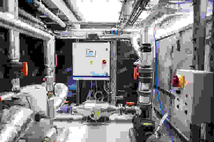 Double Award Winner—Engineering First Creates Super Energy Efficient Pool Minimalist pool by London Swimming Pool Company Minimalist