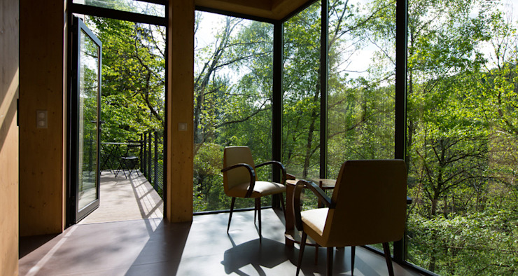 LES CABANES DE SALAGNAC Balcon, Veranda & Terrasse modernes par AGENCE APOLLINE TERRIER Moderne