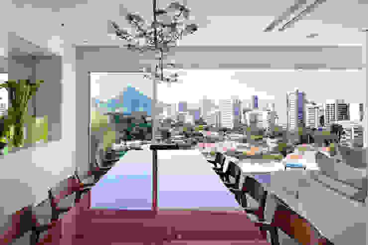 Mirante House Salle à manger moderne par Gisele Taranto Arquitetura Moderne