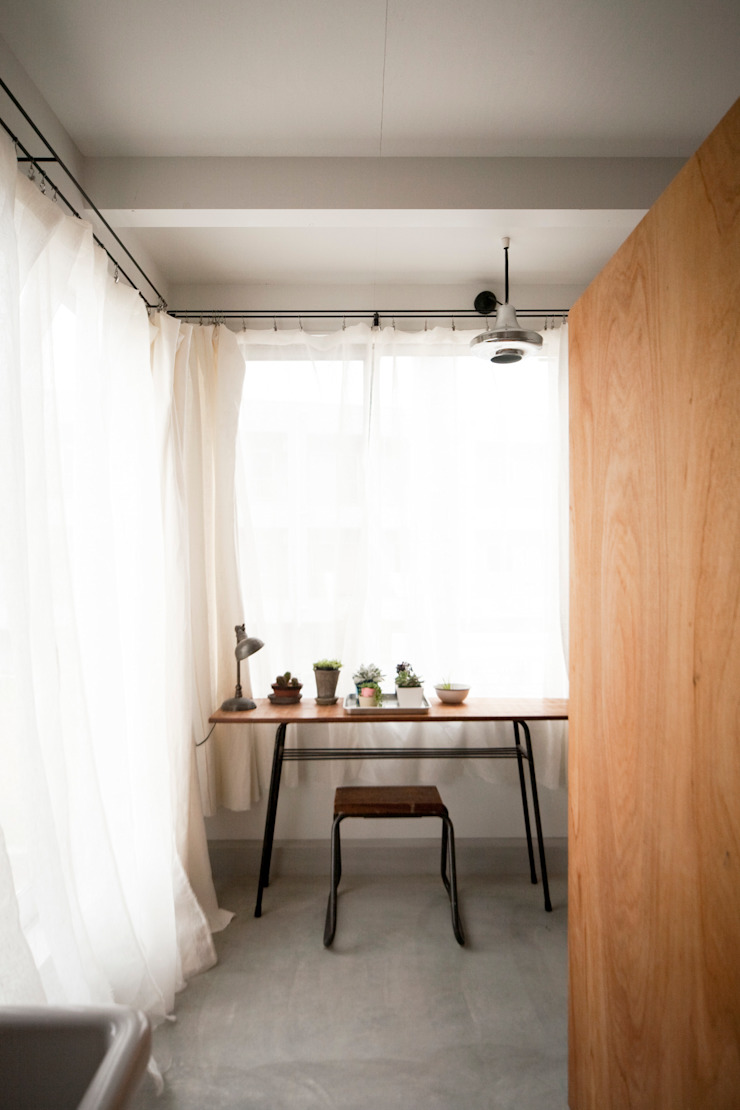 Casas de estilo escandinavo de straight design lab Escandinavo