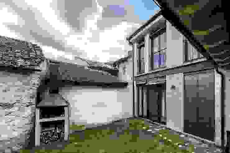 Vivienda unifamiliar en Wamba (Valladolid) Casas de estilo ecléctico de ADDEC arquitectos Ecléctico