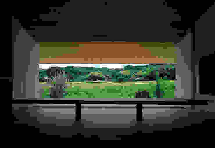 Modern windows & doors by 石井秀樹建築設計事務所 Modern