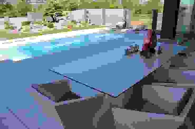 Vondom Outdoor Möbel: modern  von Home & Light,Modern