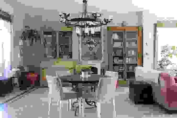 Provence Villa in İstanbul Esszimmer im Landhausstil von Orkun İndere Interiors Landhaus