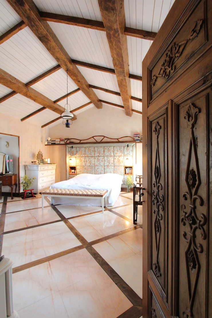 Provence Villa in İstanbul Country style bedroom by Orkun İndere Interiors Country
