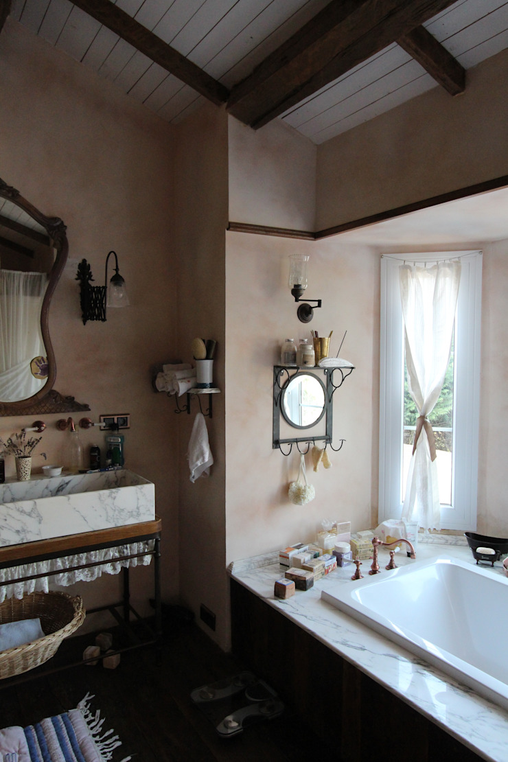 Provence Villa in İstanbul Country style bathroom by Orkun İndere Interiors Country