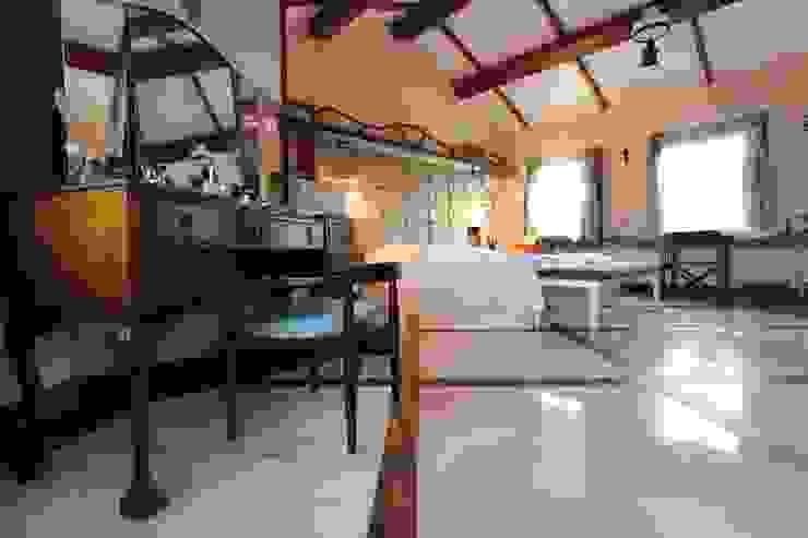 Provence Villa in İstanbul Schlafzimmer im Landhausstil von Orkun İndere Interiors Landhaus