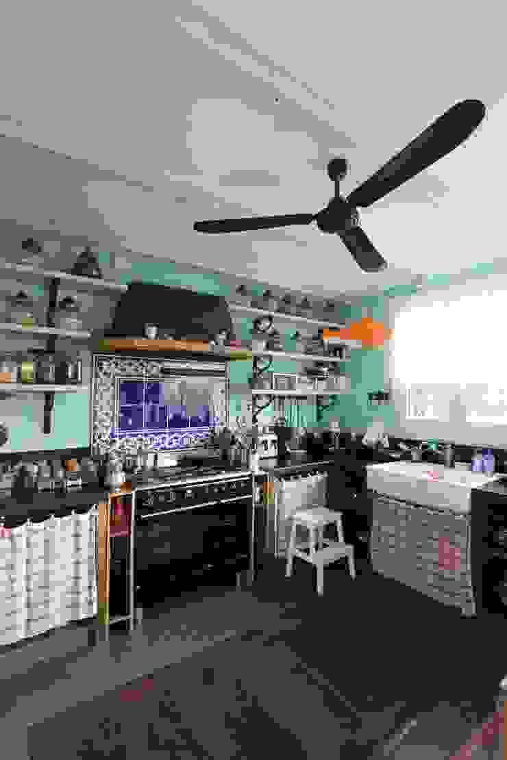 Provence Villa in İstanbul Landhaus Küchen von Orkun İndere Interiors Landhaus