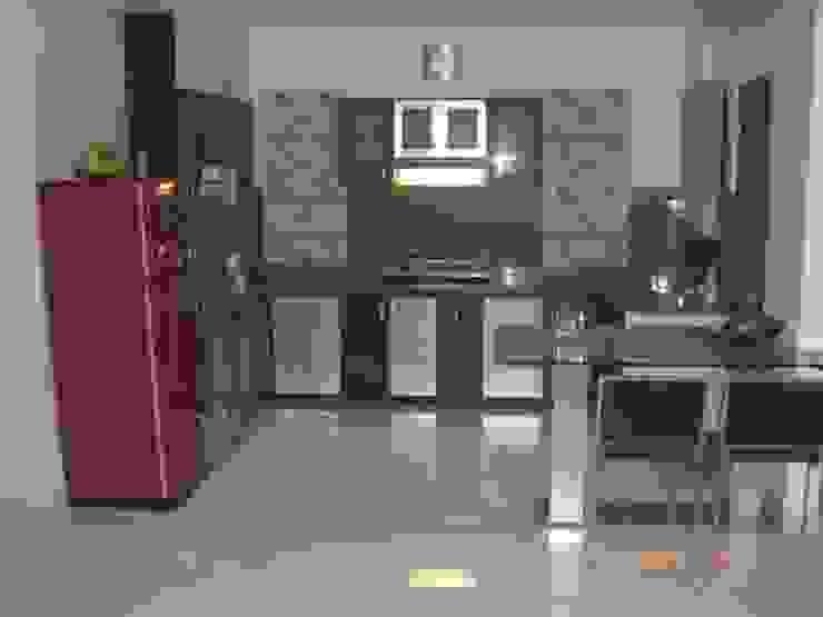 STUDIO APARTMENT Modern kitchen by SUSOBHITA Modern