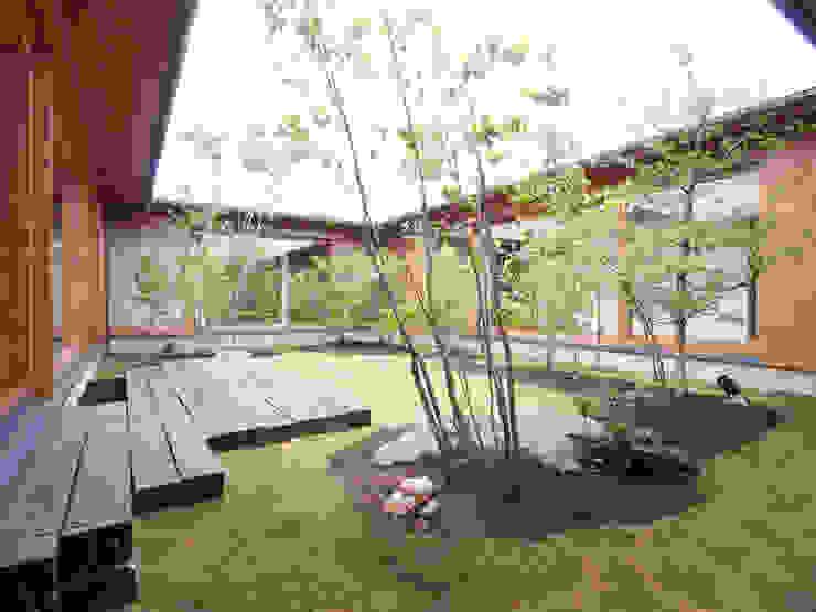 三本松の家 (House in Sanbonmatsu): gramdesignが手掛けた庭です。,モダン