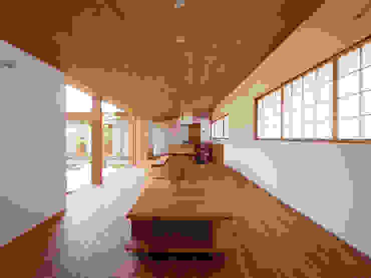 三本松の家 (House in Sanbonmatsu): gramdesignが手掛けたリビングです。,モダン