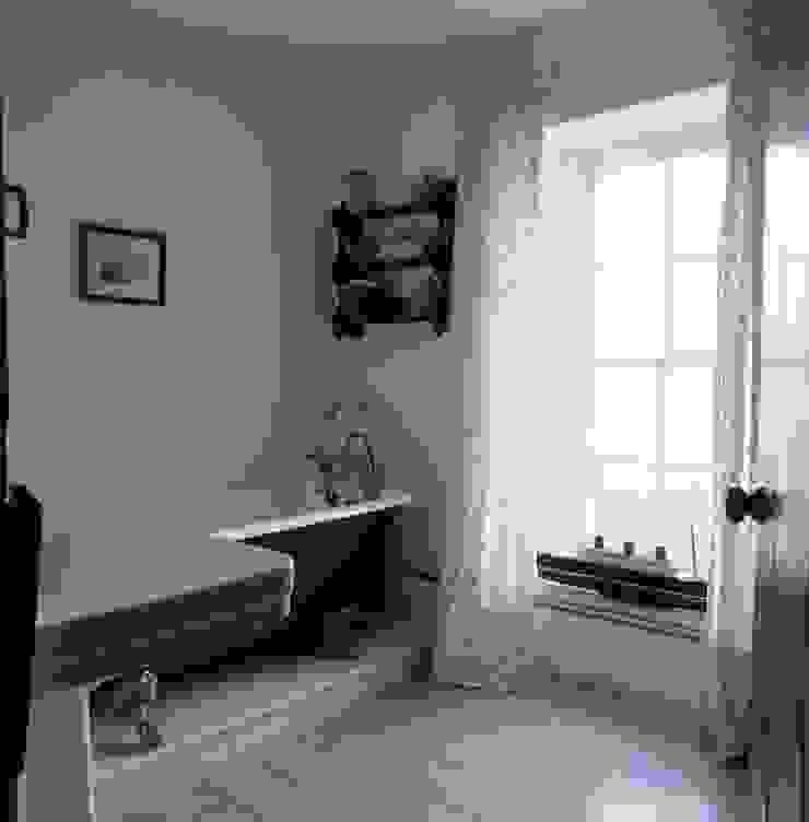 Welsh Farmhouse Bathroom by Hackett Holland