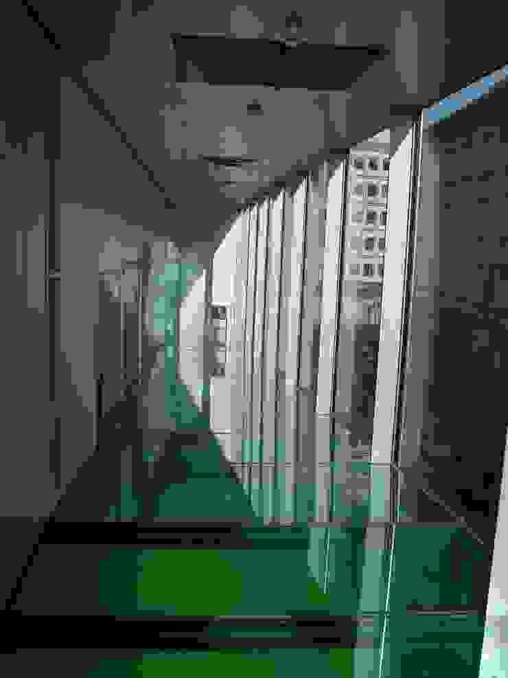 Hành lang, sảnh & cầu thang phong cách chiết trung bởi press profile homify Chiết trung