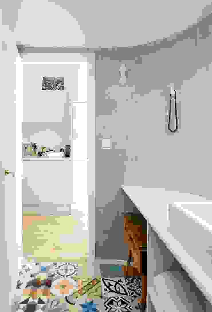 Baño Casas de estilo moderno de ACABADOMATE Moderno