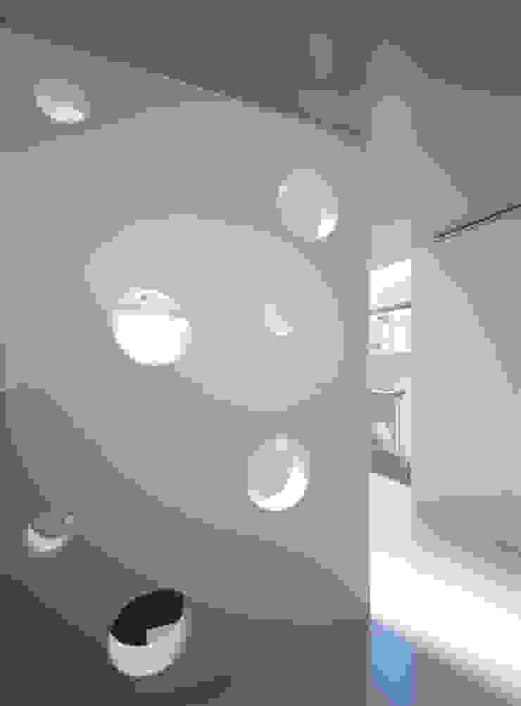 Staircase: インタースペース・アーキテクツ一級建築士事務所が手掛けた現代のです。,モダン