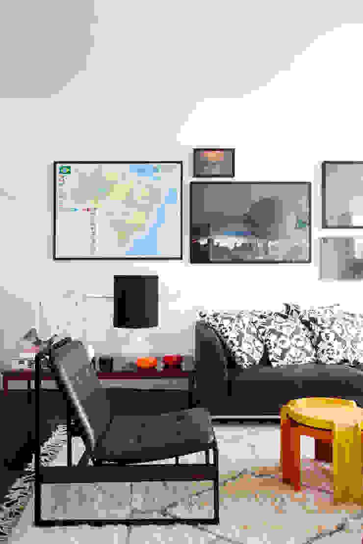 ANTONIO CARLOS RESIDENCE Mauricio Arruda Design Living room