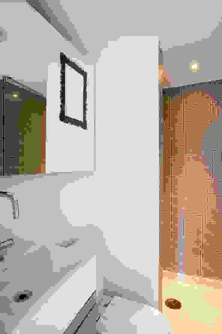 ANTONIO CARLOS RESIDENCE Mauricio Arruda Design Eclectic style bathrooms
