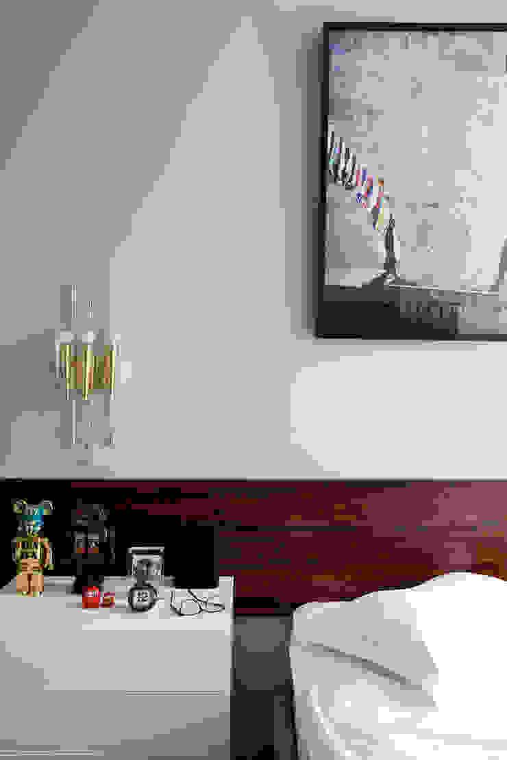 ANTONIO CARLOS RESIDENCE Mauricio Arruda Design Eclectic style bedroom