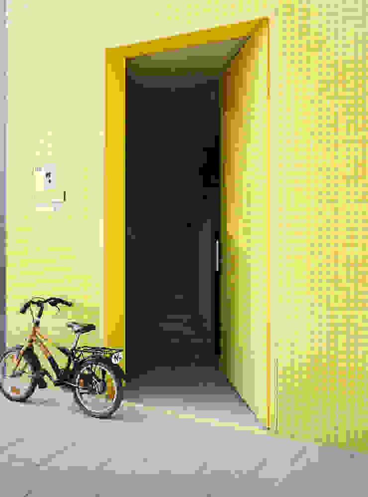 S-House Moderne ramen & deuren van VMX Architects Modern