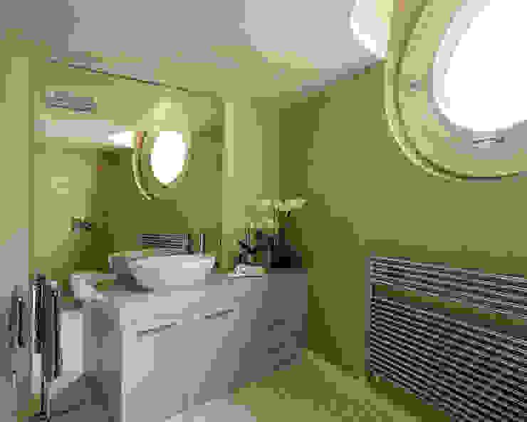 Banheiros  por Studio d'Architettura MIRKO VARISCHI , Moderno