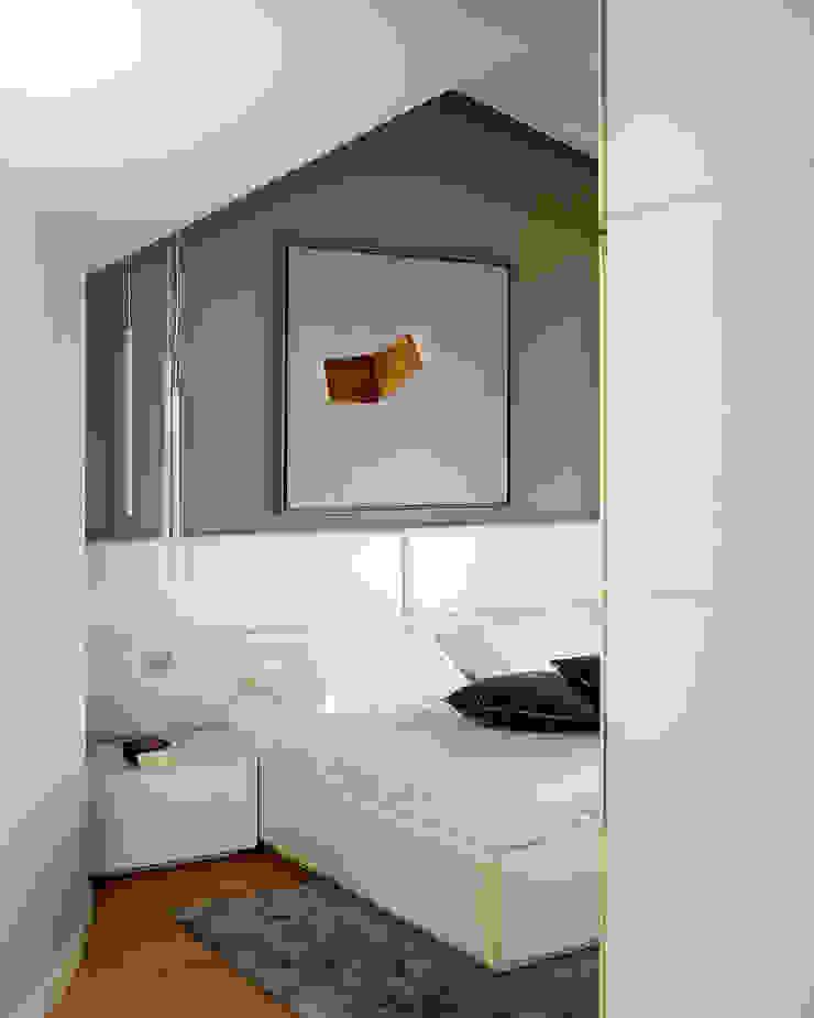 Camera Padronale Camera da letto moderna di Studio d'Architettura MIRKO VARISCHI Moderno