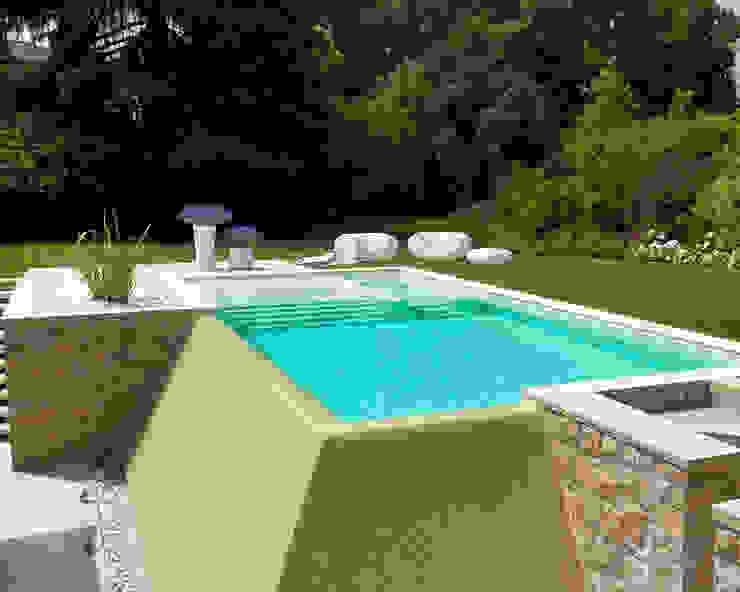 Modern Pool by Studio d'Architettura MIRKO VARISCHI Modern