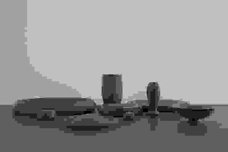 Haft Sin collection Earth Dark van Hozan Zangana studio Minimalistisch