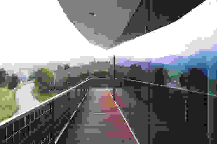 Abgehoben Moderne Häuser von Kaltenegger und Partner Architekten ZT GmbH Modern