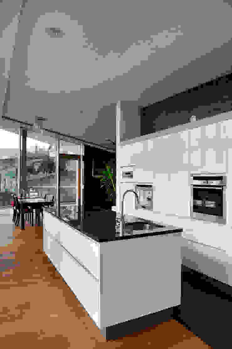 Küche, Essen, Wohnen Moderne Häuser von Kaltenegger und Partner Architekten ZT GmbH Modern