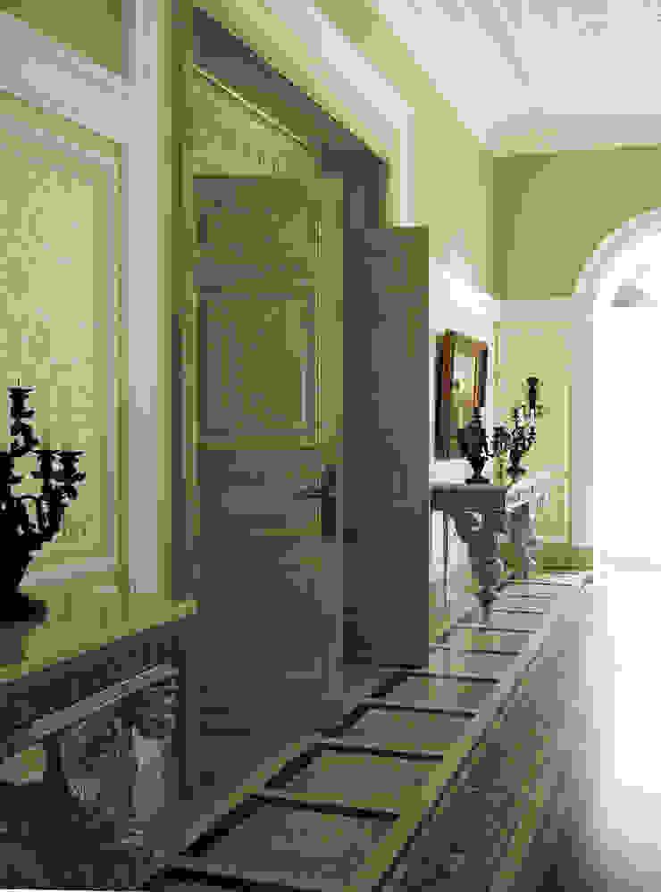 Luxury Design – Ville – Private Residence Ingresso, Corridoio & Scale di DECORMARMI SRL