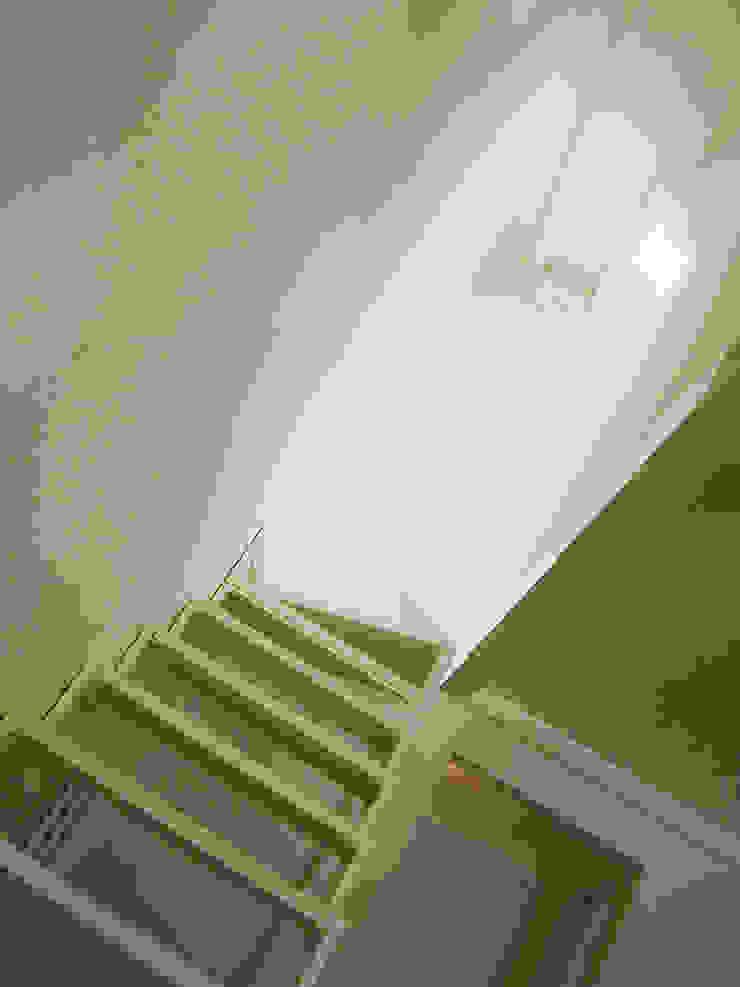 casa Cerofolini Ingresso, Corridoio & Scale in stile minimalista di architetto alessandro condorelli Minimalista