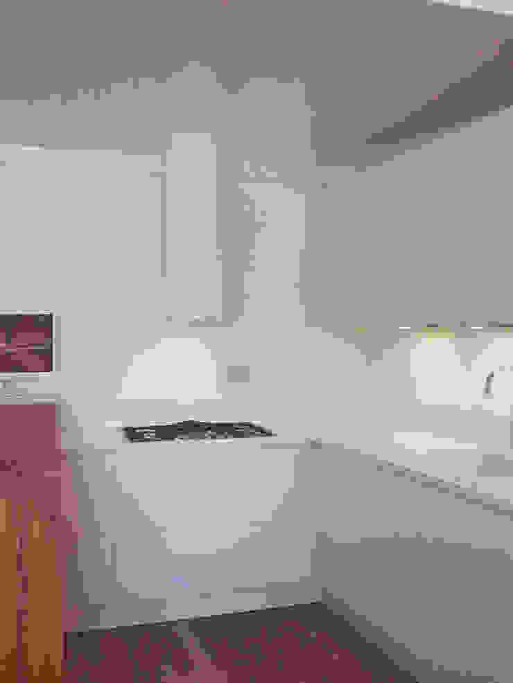 casa Cerofolini Cucina moderna di architetto alessandro condorelli Moderno