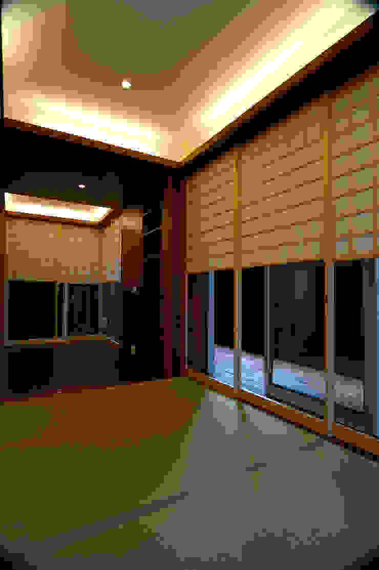 1階 モダンデザインの 多目的室 の 仲摩邦彦建築設計事務所 / Nakama Kunihiko Architects モダン