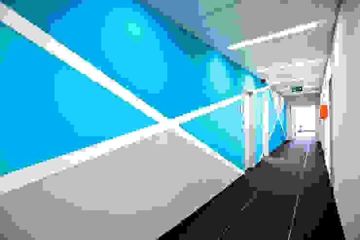 Visual Meta GmbH (www.ladenzeile.de) Moderne Geschäftsräume & Stores von Sabine Oster Architektur & Innenarchitektur (Sabine Oster UG) Modern
