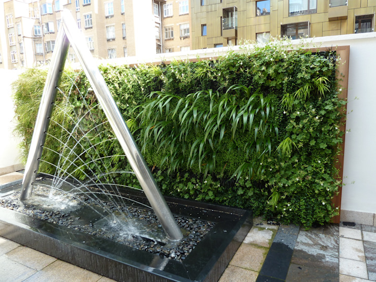 RIBA Roof Terrace Living Wall and Water Feature di Biotecture