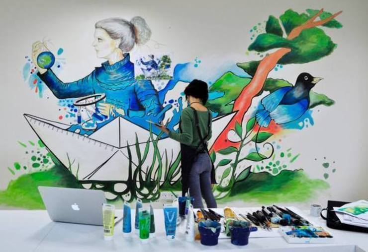 "​'Healing The World' mural for ""HEXAGON Ortho"" Oficinas y bibliotecas de estilo moderno de Gamze Yalçın Studio Moderno"