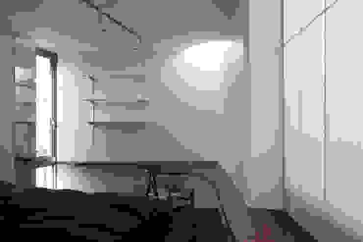 House-O モダンデザインの 多目的室 の 株式会社 大藪元宏建築研究所 モダン