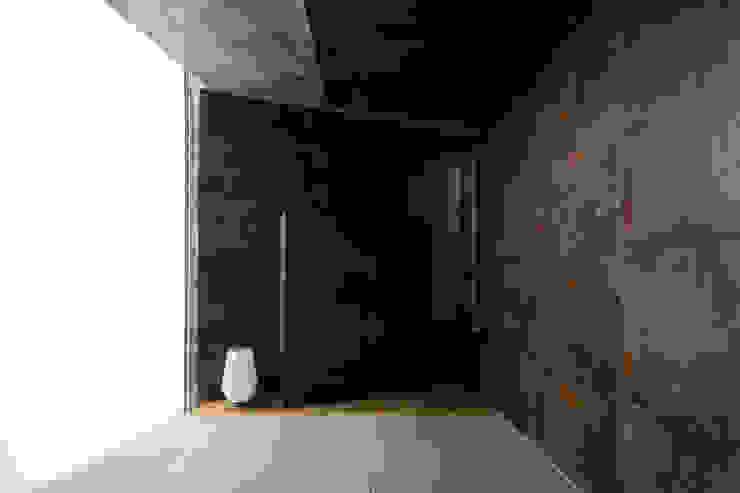 House-O モダンスタイルの 玄関&廊下&階段 の 株式会社 大藪元宏建築研究所 モダン
