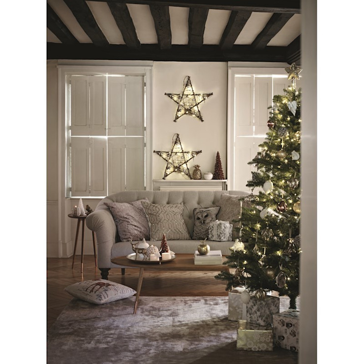 Christmas Lifestyle Rustic style living room by M&S Rustic