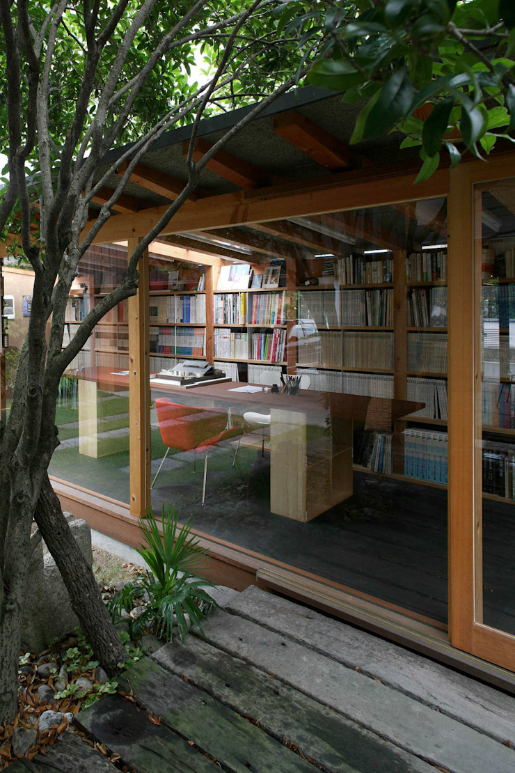 Eclectic style study/office by 神家昭雄建築研究室 Eclectic