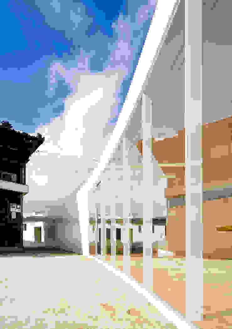 TI.House Minimalist living room by VuA(ブイユーエー) Minimalist