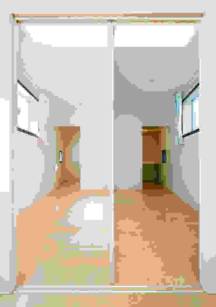 TI.House ミニマルデザインの リビング の VuA(ブイユーエー) ミニマル