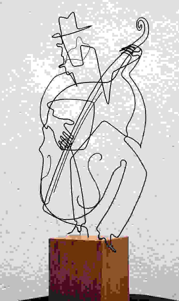 Le contrabassiste par , LoR Sculpteur Fildefériste Éclectique
