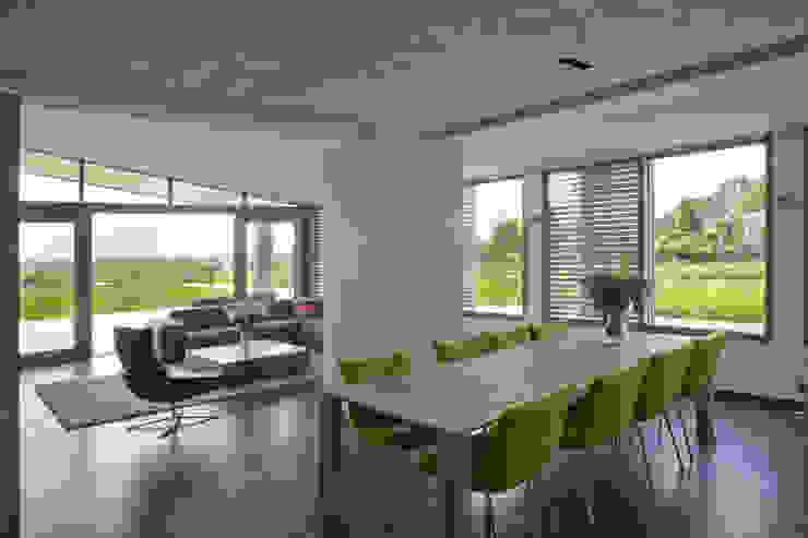 Sala da pranzo in stile  di Groeneweg Van der Meijden Architecten