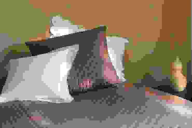 Maison d'été - Dessus de lit Julie taupe par MAISON D'ETE Classique